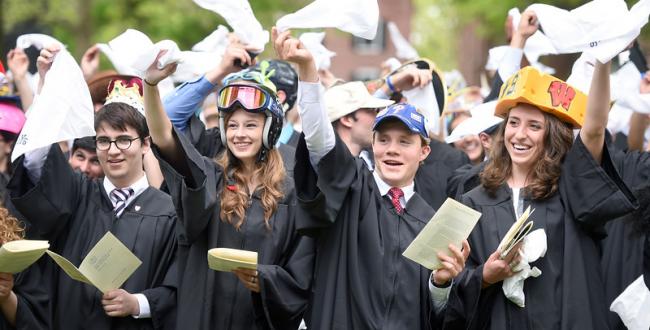 国外奇葩毕业传统大合集,人家都这样了,你还只知道扔帽子?