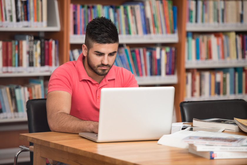 Easy Guide to English Essay_research on laptop
