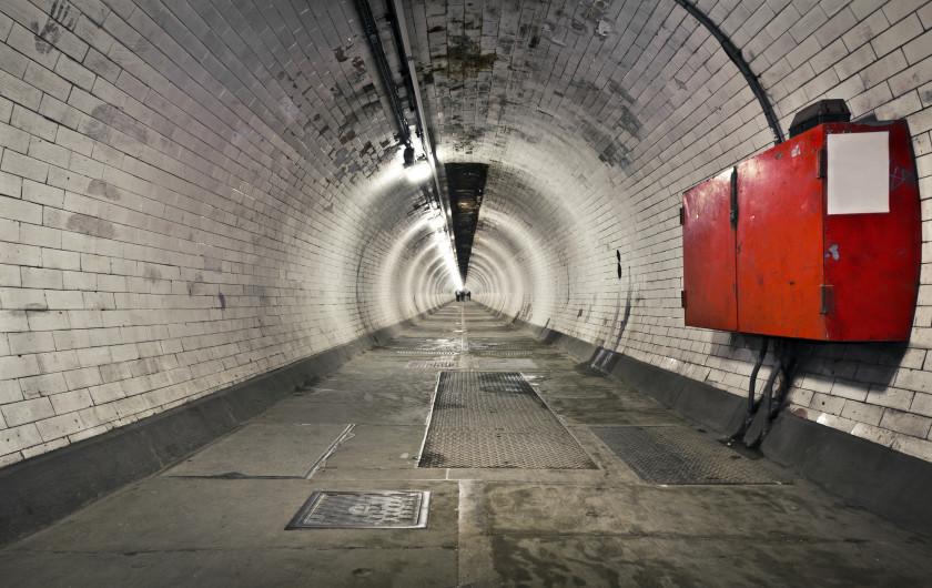 student travel london underground: tunnel